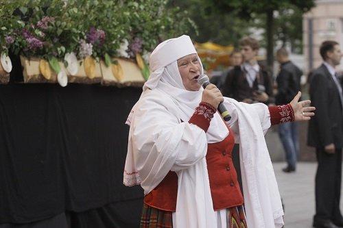 """Veronika Povilionienė: """"Kol Dievulis leidžia, dainuosiu..."""""""