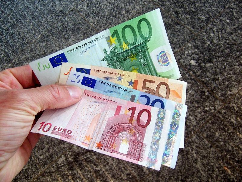 Nematomi ir paslaptingi eurų keliai