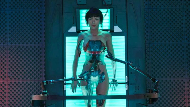 """""""Dvasia šarvuose"""" - tarp žmogaus ir roboto"""