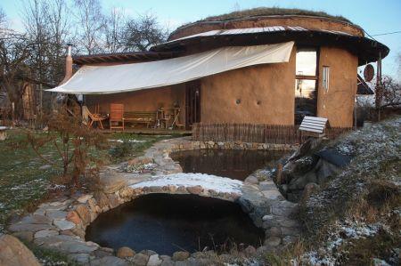 Ieškojo gyvenimo prasmės – pasistatė apvalų namą
