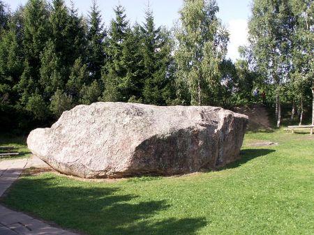 Unikalūs uolienų pavyzdžiai – akmenys