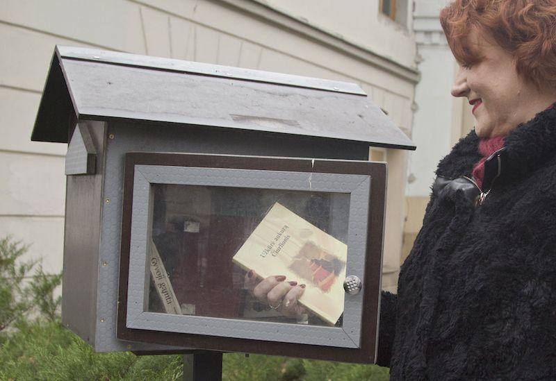 Senų knygų gelbėtojai neleidžia joms numirti