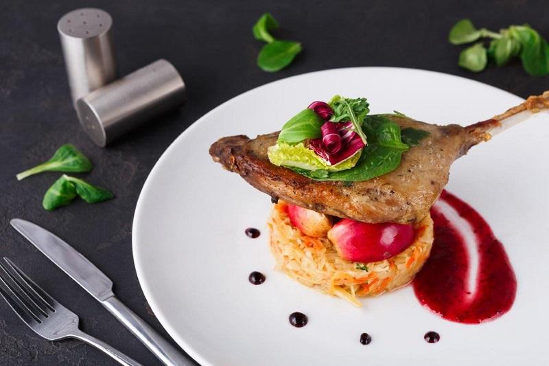 3 patarimai, kaip patiekti maistą ir sužavėti svečius