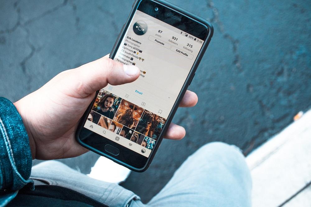 Socialiniai tinklai: kaip jie paveikia bendravimą, sveikatą ir ar gali sukelti priklausomybę?