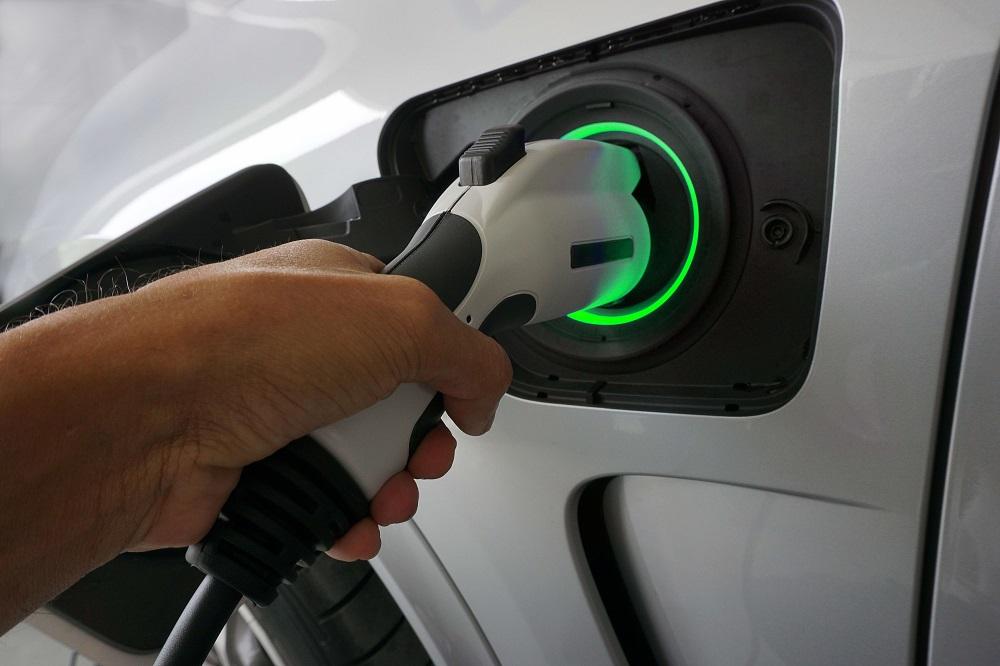Elektromobiliams - 57 naujos įkrovimo prieigos