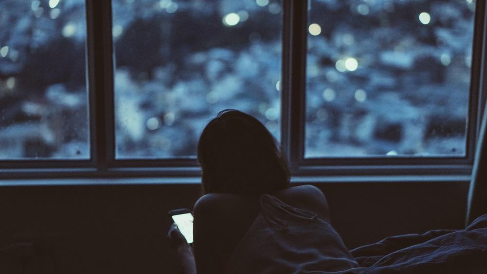Tyrimas: stiprėja naktinėjimo tendencija  – lietuviai miega vis mažiau