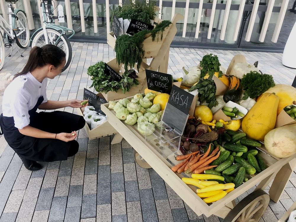 Vilniaus centre šviežių daržovių galima įsigyti savitarnos turguje