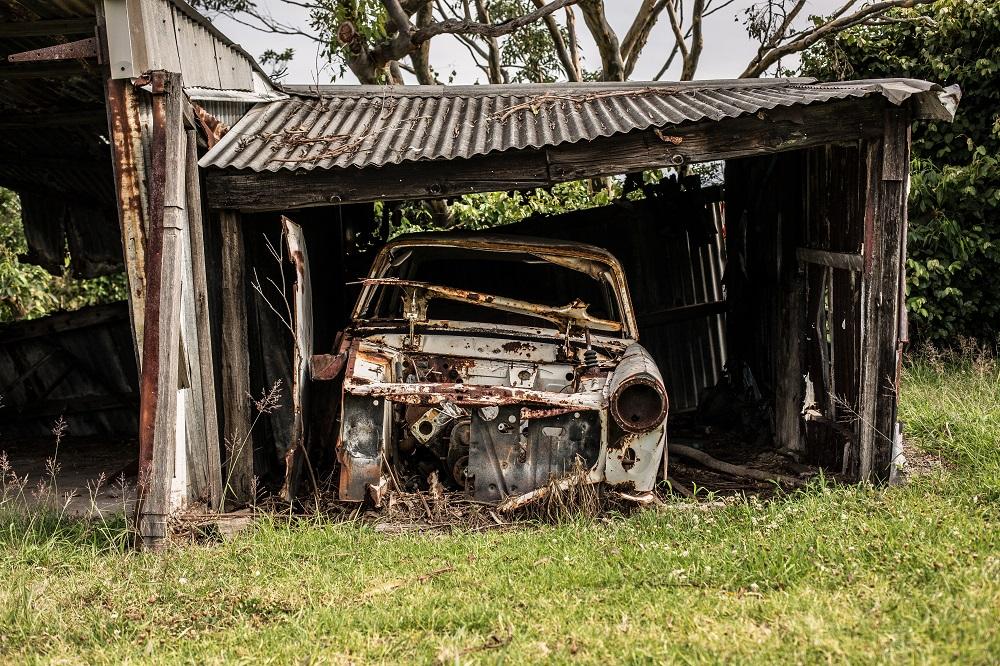 Raginama rūšiuoti automobilių atliekas: kai kurias dalis galima panaudoti dar kartą