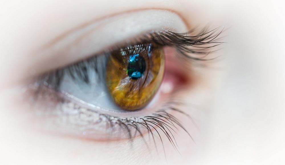 Peršinčios, paraudusios ir nuvargusios akys – kaip joms padėti šiuo metų laiku?