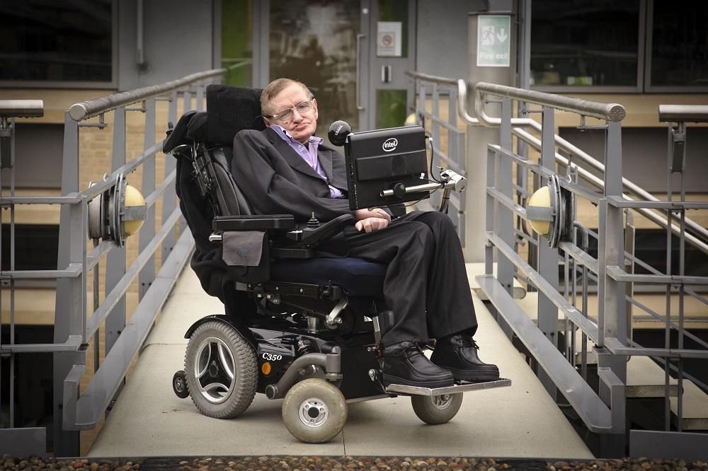 Aukcione parduotas S.Hawkingo vežimėlis ir daktaro disertacijos originalas