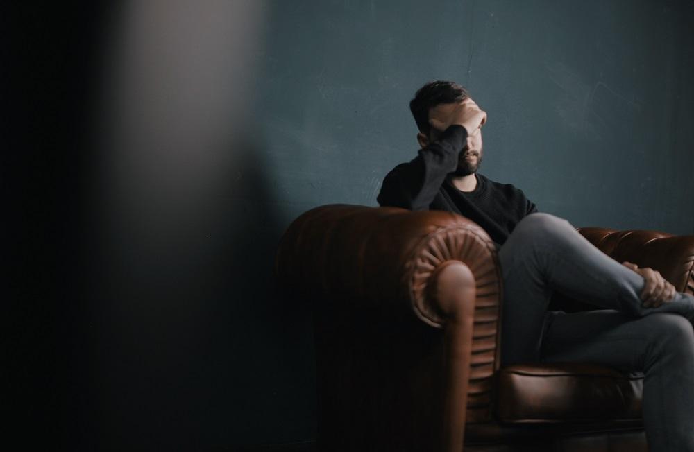 Klastingos depresijos požymiai – kodėl svarbu juos atpažinti kuo skubiau?