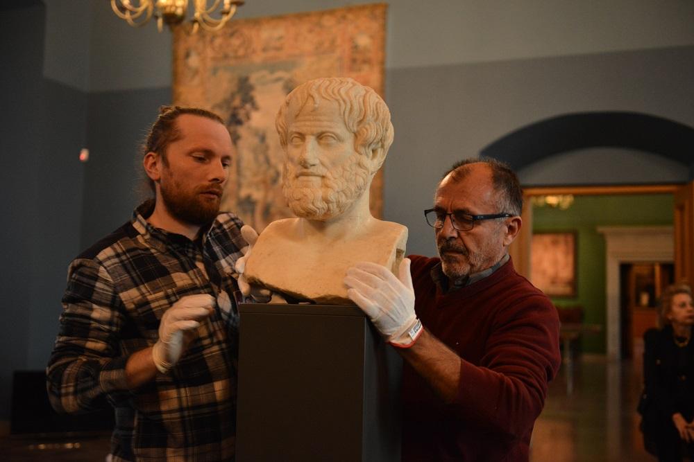 Į Lietuvą atvežtas antikinis eksponatas iš Graikijos - geriausiai išlikusi Aristotelio skulptūra