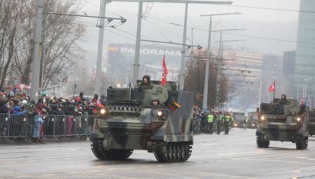 Lietuvos kariuomenės šimtmetis Vilniuje: nugriaudėjo karinis paradas