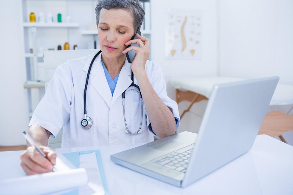 Šiandienos aktualijos: medikų pagalba telefonu, demografinė viltis ir emigrantų pinigų upė