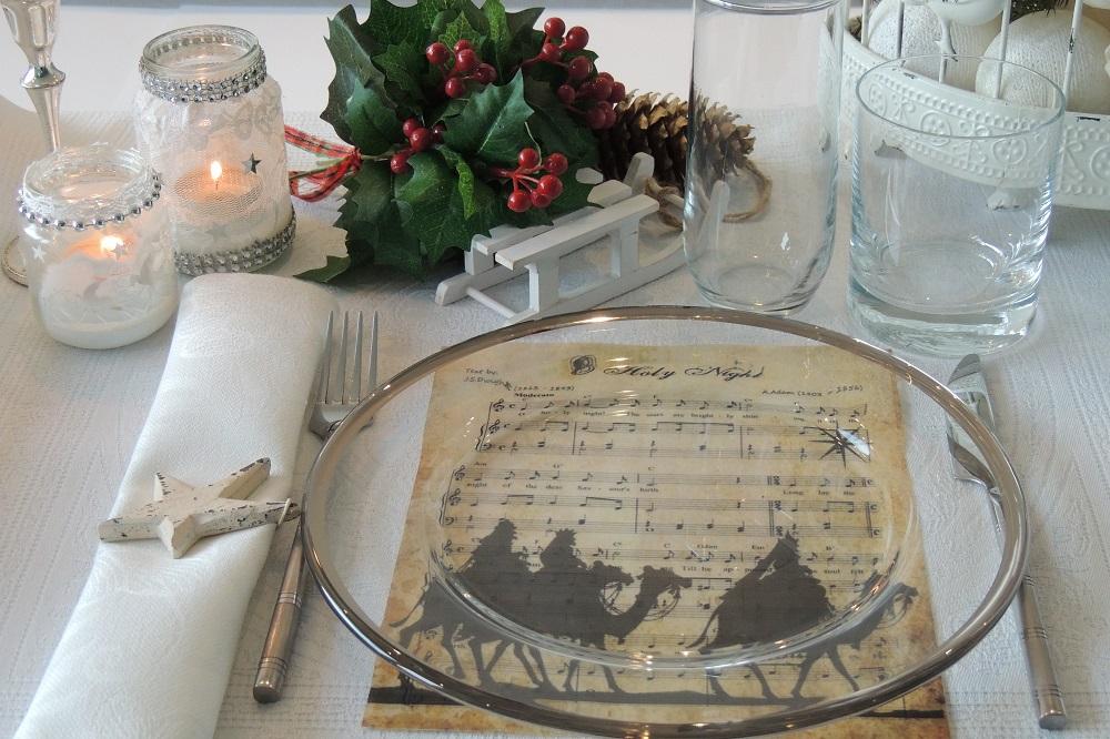 Kalėdų belaukiant: šventinio stalo puošyba
