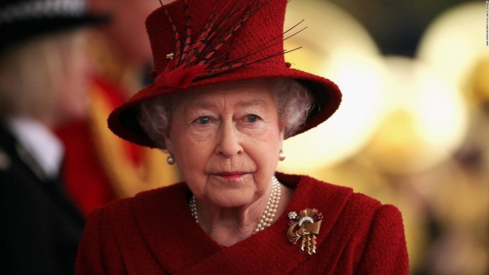 Karalienė Elžbieta II ragina siekti taikos visame pasaulyje