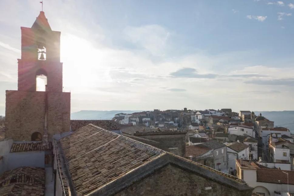 """Svajonių atostogos: """"Airbnb"""" keturiems laimingiesiems padovanos tris mėnesius nuostabiame Italijos miestelyje"""