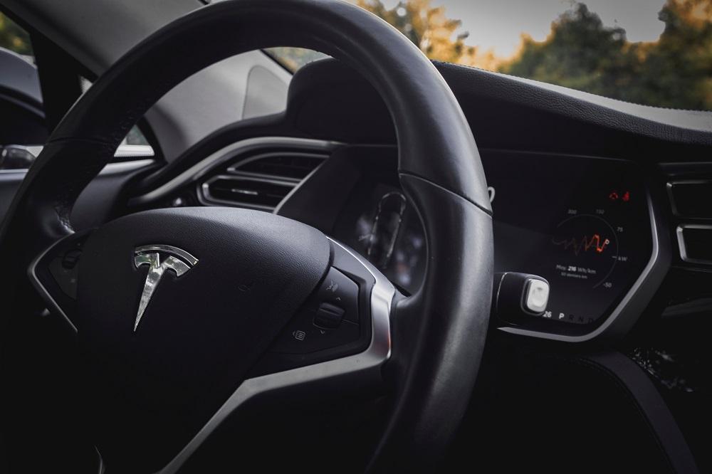 """""""Tesla"""" sulaukė svarbių naujienų: uždegta žalia šviesa naujajam modeliui Europoje"""