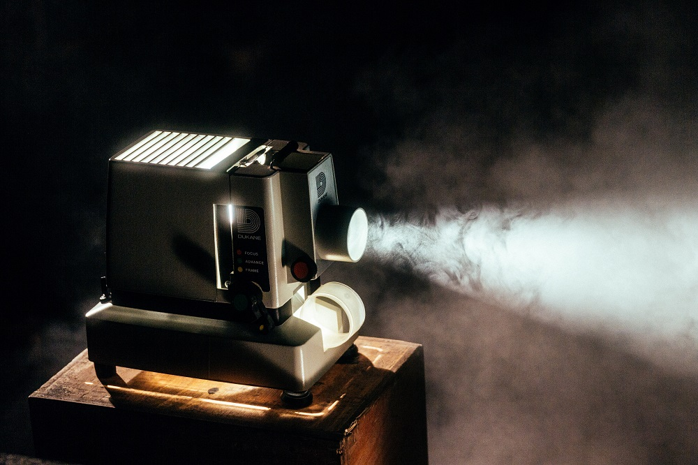 """2019 metų """"Kino pavasario"""" vizualinis identitetas skelbia šventę vaizduotei"""