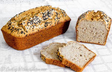 Eksperimentai virtuvėje: česnakinė žiedinių kopūstų duona (video)