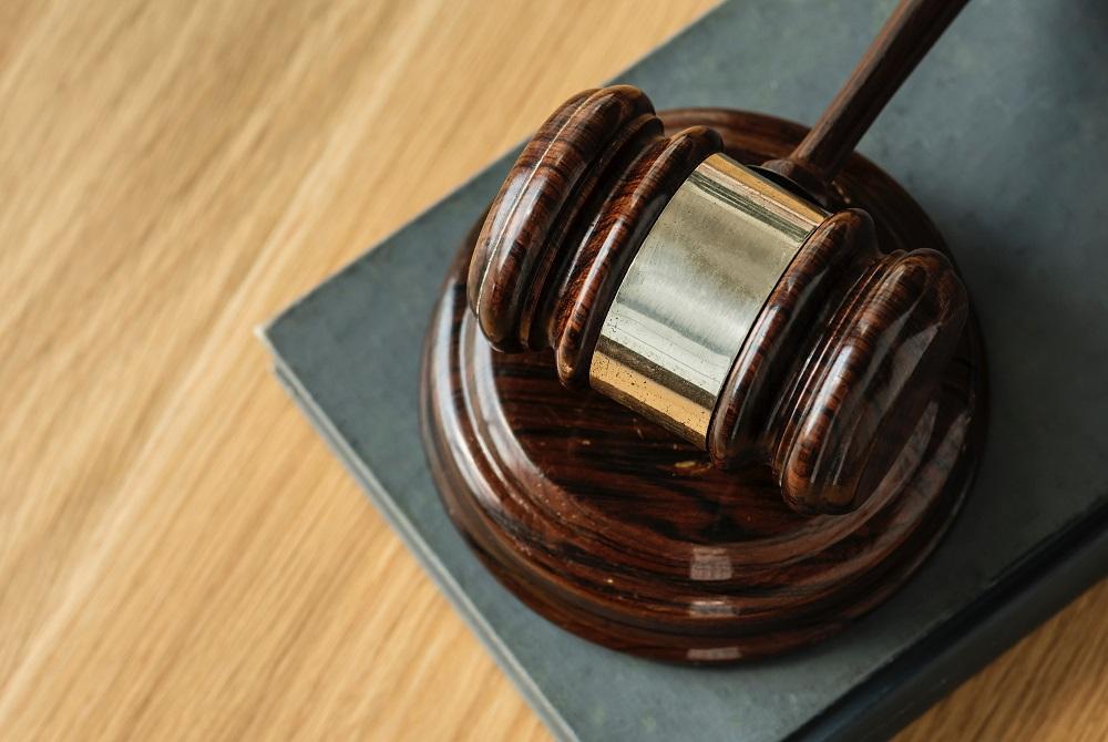 Teisininko konsultacija: teisė į tėvo turtą, skolų grąžinimas ir našlės pensija