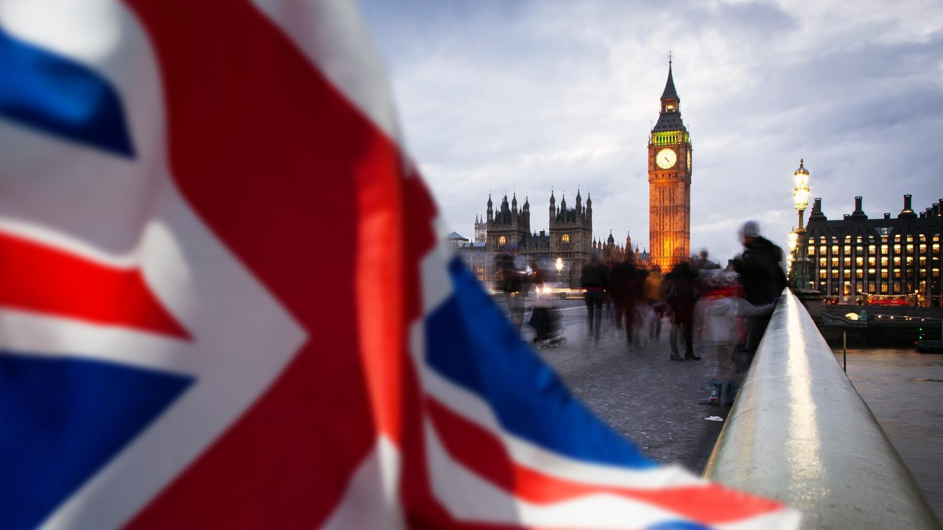 """Kietasis """"Brexitas"""" gali nurėžti 600 tūkst. darbo vietų visame pasaulyje"""