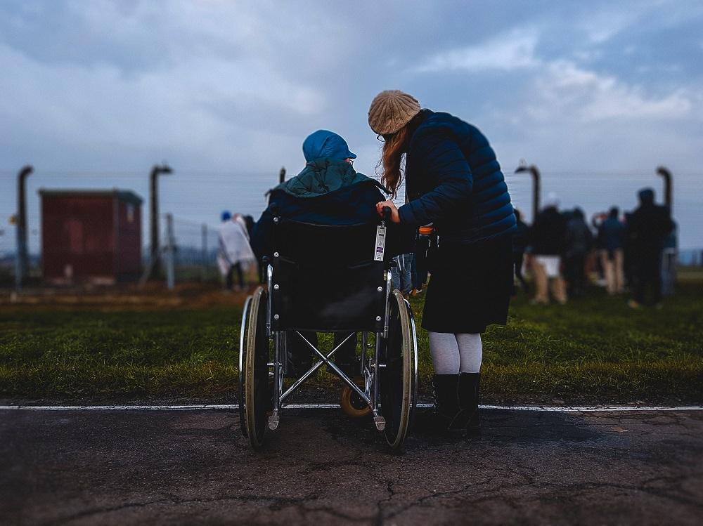 Šiandienos aktualijos: neįgaliųjų situacija Lietuvoje, studijos užsienyje ir greičio matuoklių problema