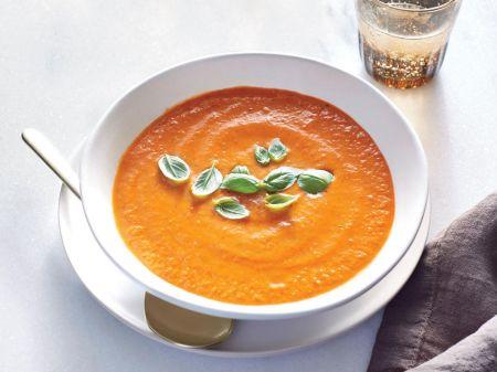 Kreminė orkaitėje keptų pomidorų sriuba su bazilikais (video)
