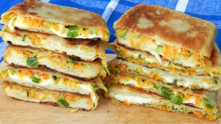 Sotūs blyneliai su daržovių ir mocarelos sūrio įdaru (video)