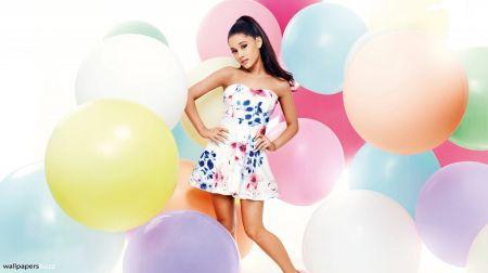 Socialiniai tinklai turi naują karalienę – JAV dainininkę A.Grande