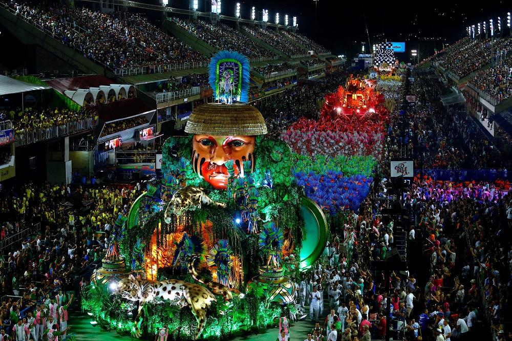 Brazilai šėlsta spalvotajame Rio de Žaneiro karnavale