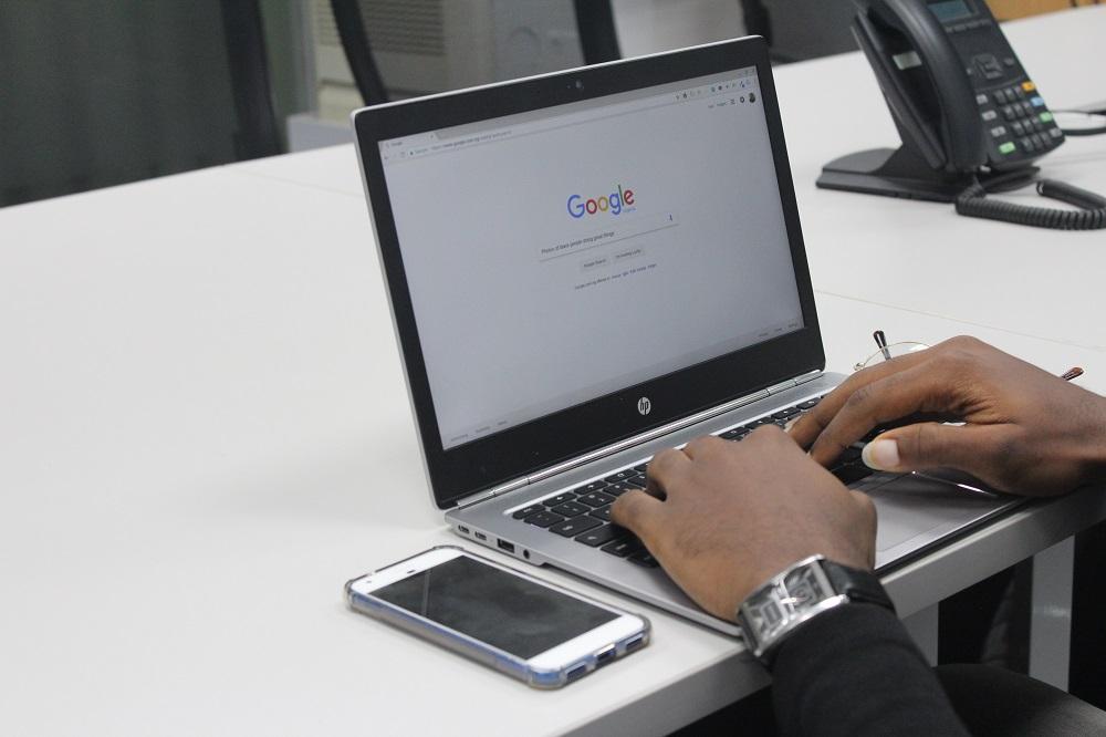 """Europos Komisija skyrė trečią milijardinę baudą """"Google"""""""