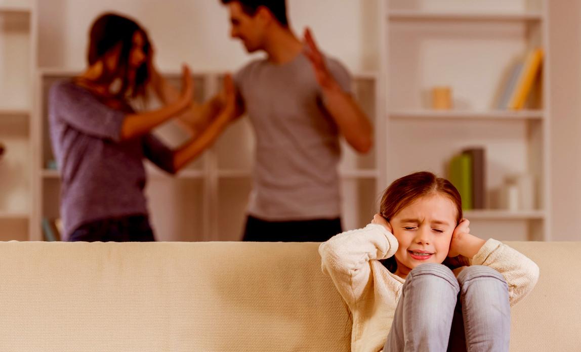 Psichologas: kokią žinutę transliuoja tėvai, šaukdami ant savo vaikų?