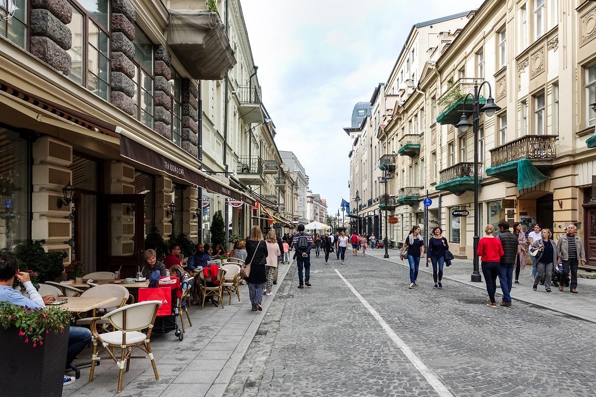 Šiandienos aktualijos: rasizmas Lietuvoje, narkotikų plitimo pavojus ir lėtesnis ekonomikos augimas
