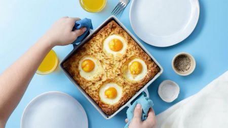 Karališkiems pusryčiams – sotus bulvių, sūrio, kumpio ir kiaušinių apkepas (video)