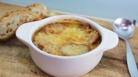 Pasaulio skoniai: prancūziška svogūnų sriuba (video)
