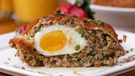 Škotiški kiaušiniai maltos mėsos ir tarkuotų bulvių apvalkale (video)
