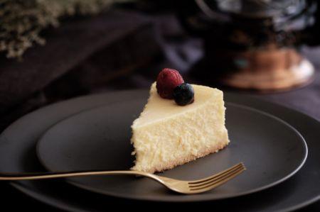 Saldžiai popietei – klasikinis sūrio pyragas (video)