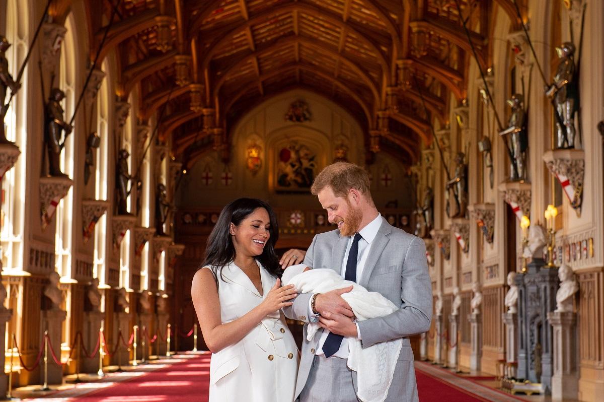 Pamatykite: Princas Haris ir Megan parodė visuomenei savo naujagimį sūnų ir atskleidė jo vardą