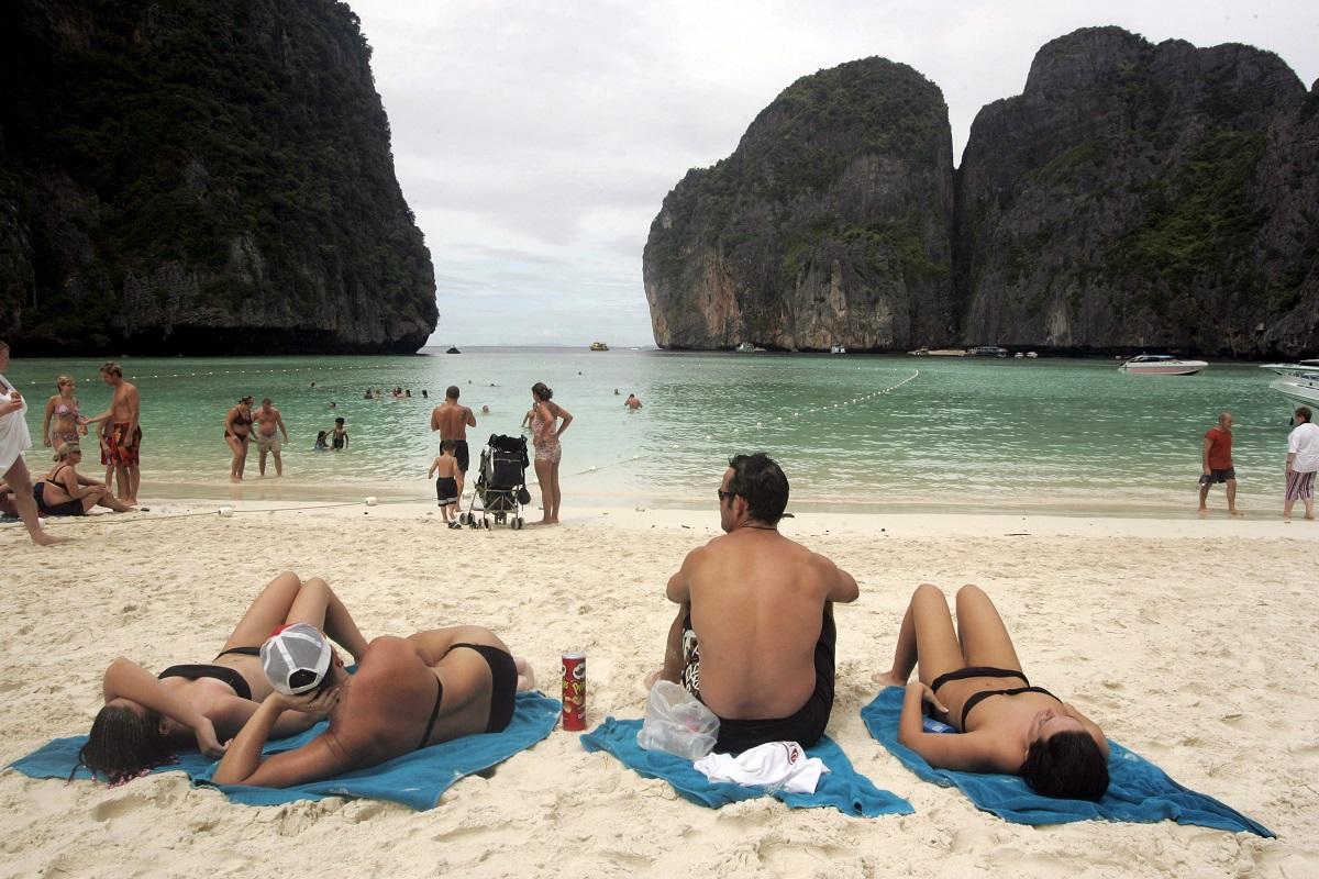 Garsusis Tailando paplūdimys bus uždarytas dar mažiausiai dvejus metus