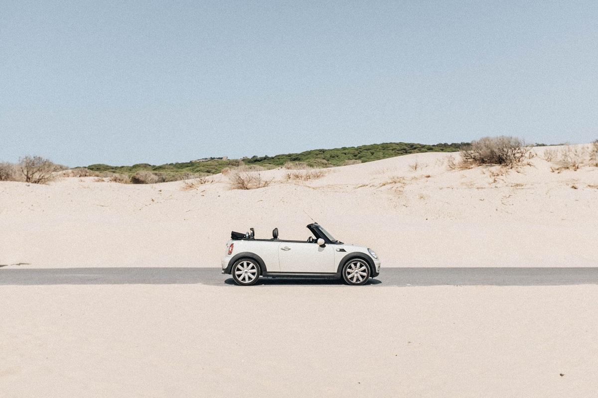 Kaip apsaugoti automobilį vasarą ir ką reikėtų patikrinti prieš leidžiantis į ilgą kelionę?