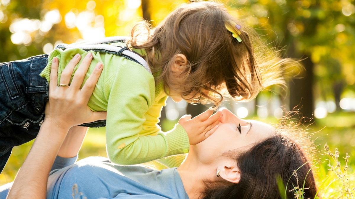 """Psichologė: """"Tėvai dažnai linkę slopinti savo ir vaikų emocijas, taip mėgindami pabėgti nuo nemalonių jausmų"""""""