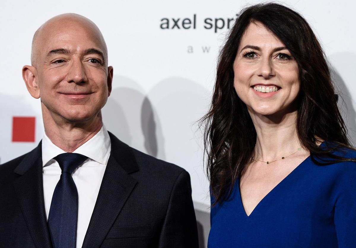 """Dosnumas ar noras įgelti? Buvusi """"Amazon"""" įkūrėjo žmona paaukos pusę savo turto"""