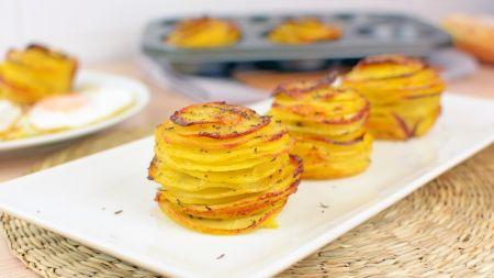 Puikus pasirinkimas garnyrui – bulvių bokšteliai su parmezano sūriu (video)