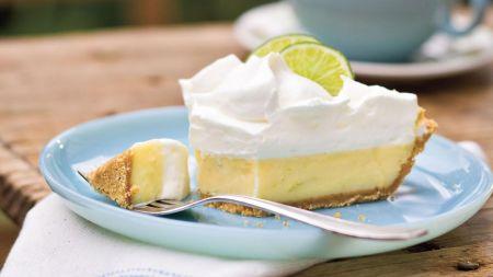 Žaliųjų citrinų ir sutirštinto pieno pyragas sekmadienio skanėstui (video)