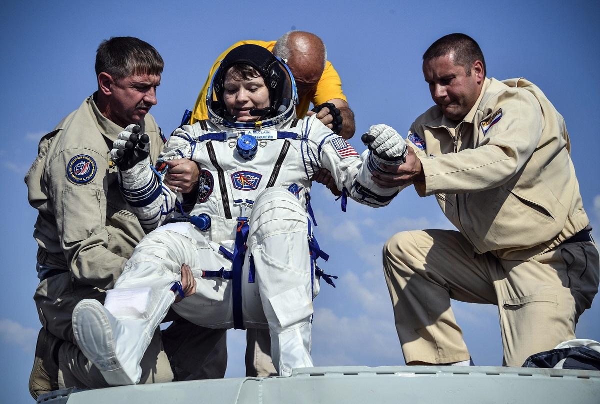Kanados, Rusijos ir JAV astronautai saugiai grįžo į Žemę iš Tarptautinės kosminės stoties