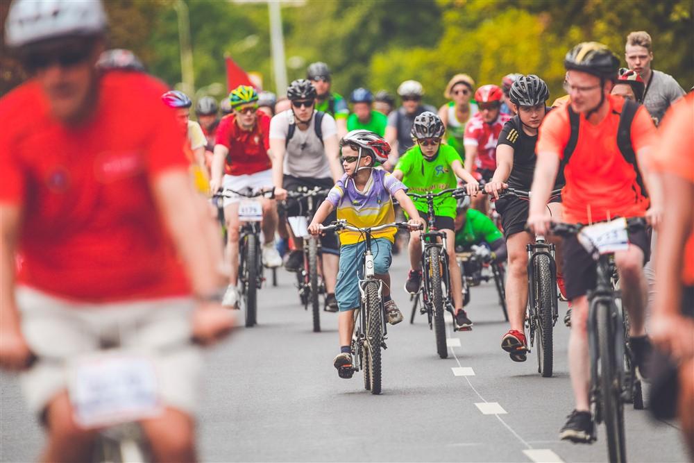 Patarimai: kaip išmokyti vaiką važiuoti dviračiu?