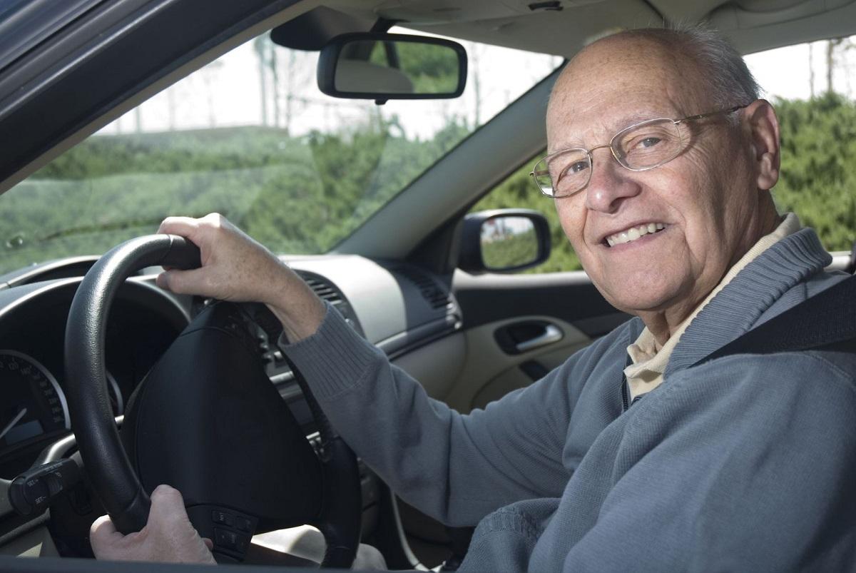 Šiandienos aktualijos: auklių paklausa, vogti raginančios klastotės ir senoliai prie vairo