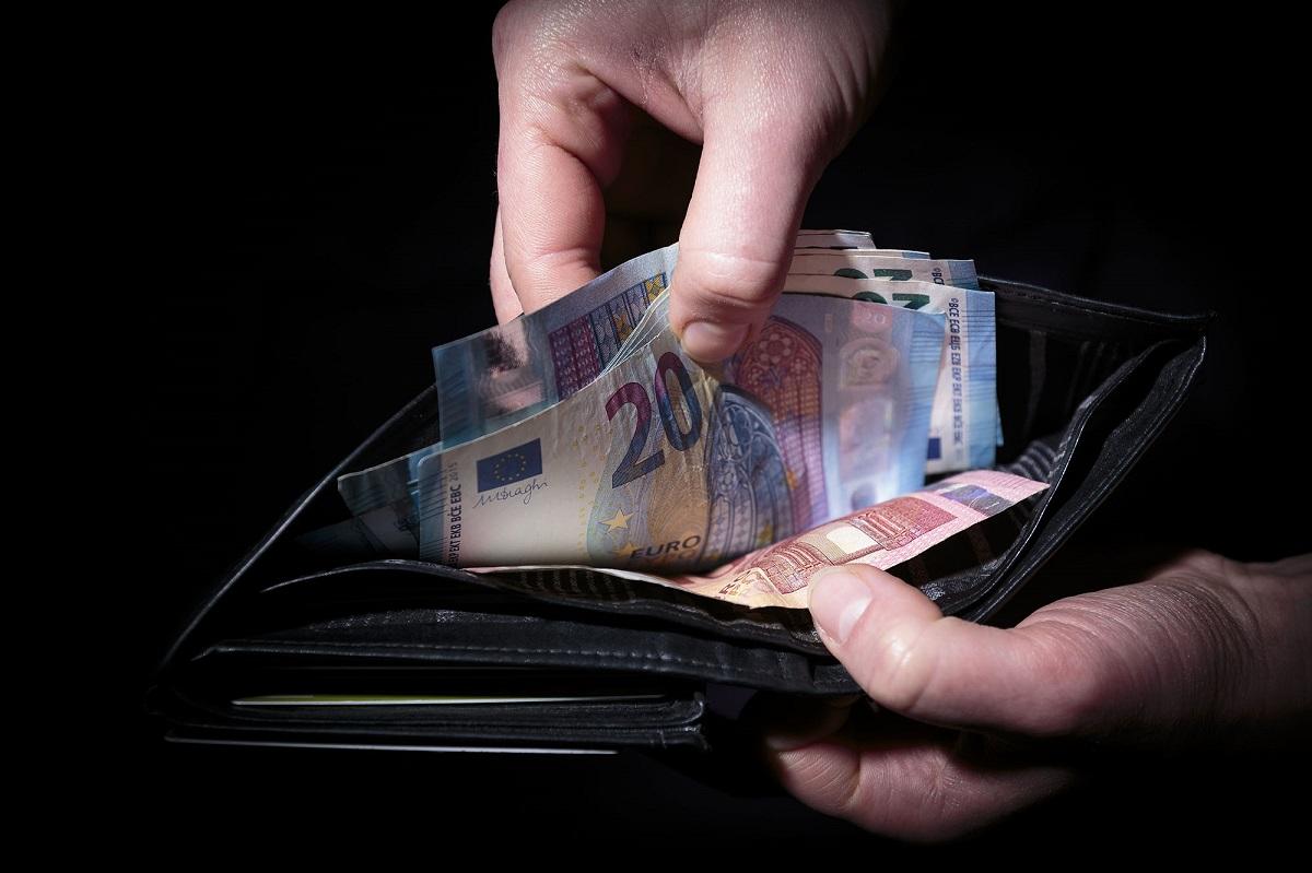 Vyriausybė sutiko padidinti minimalų mėnesį atlyginimą iki 607 eurų
