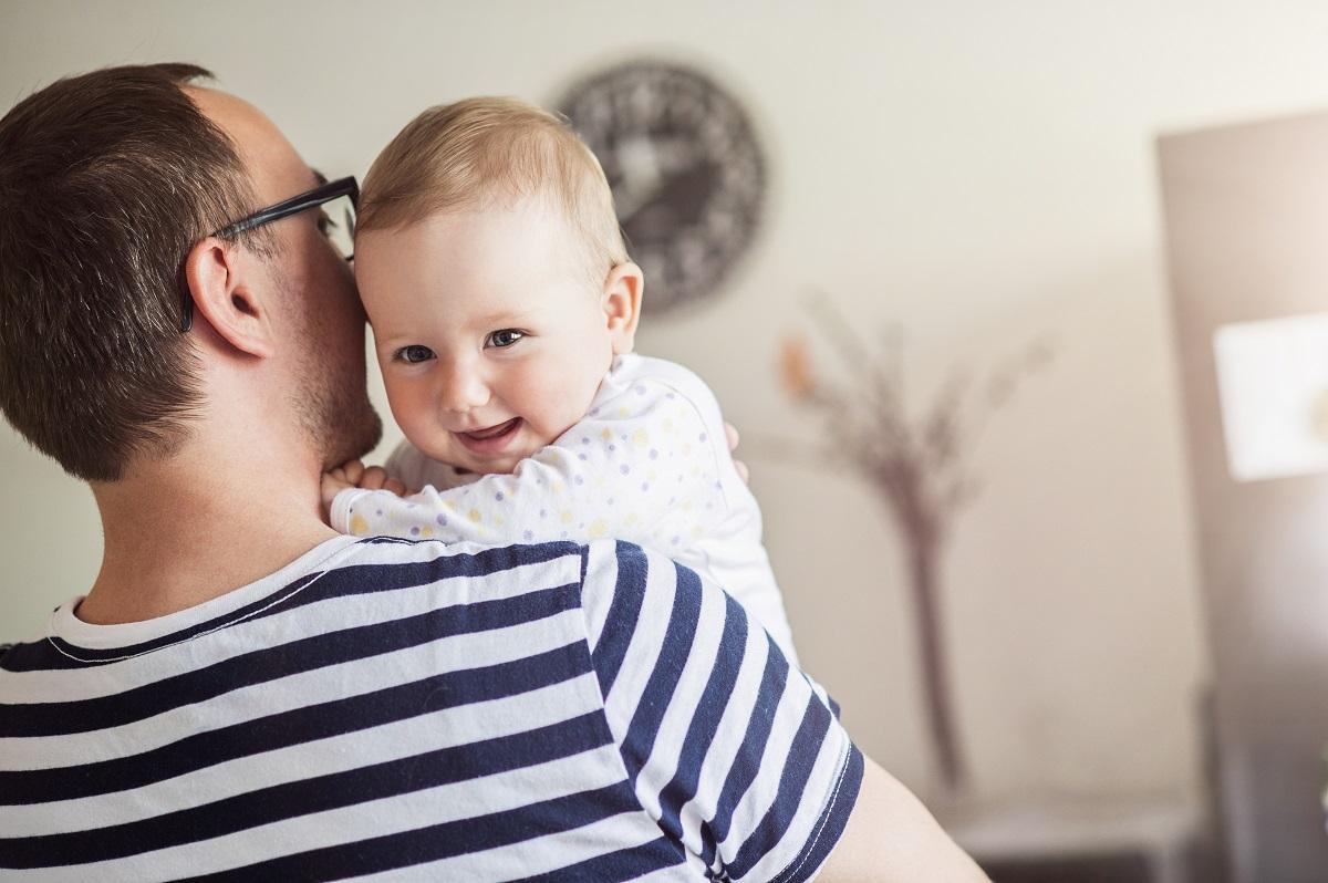 """Šiandienos aktualijos: """"naujųjų tėčių"""" privilegijos, auganti būstų rinka ir naftos pabaiga"""